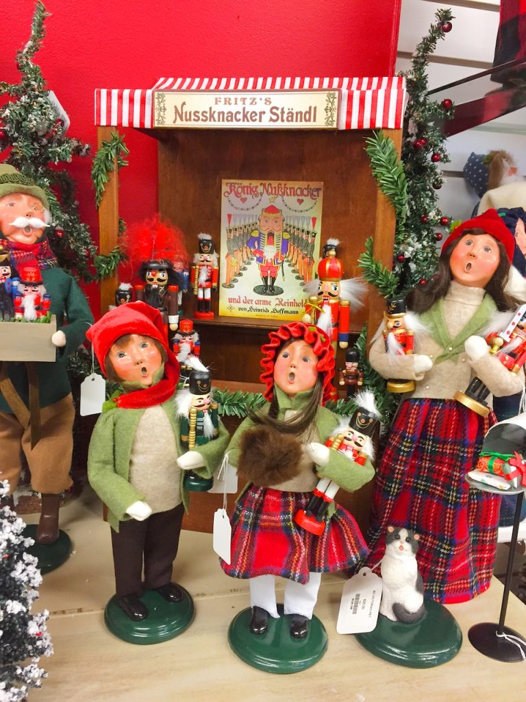 carolers decor